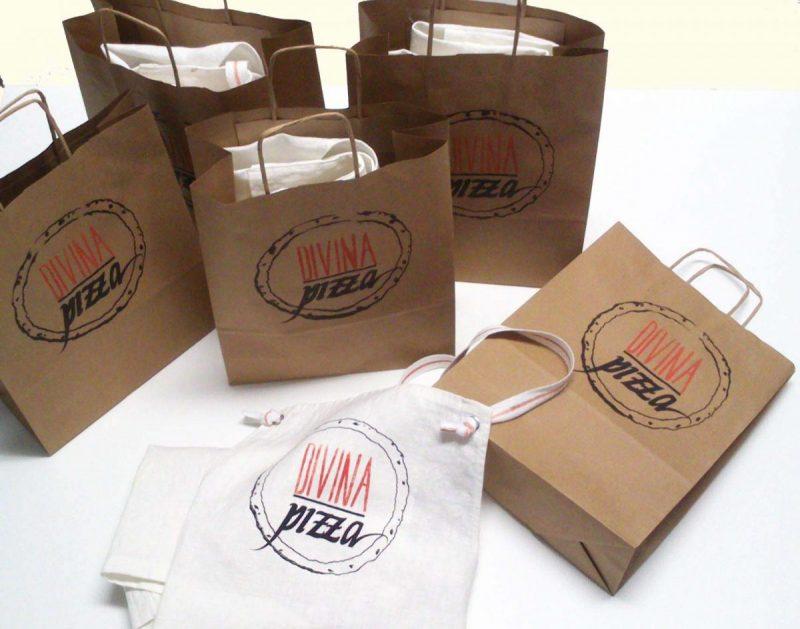 Grembiuli, divise e merchandising Ratafià per Divina Pizza
