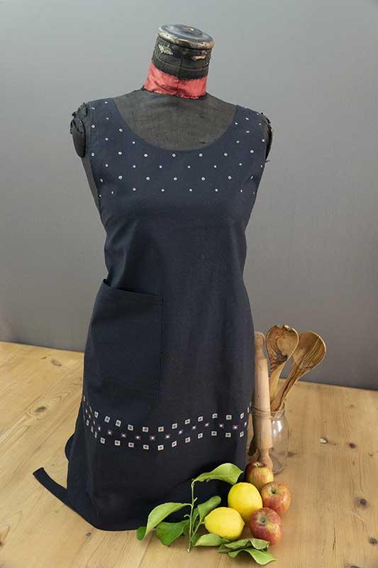 Black polka dot cotton apron1