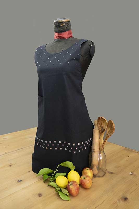 Black polka dot cotton apron2